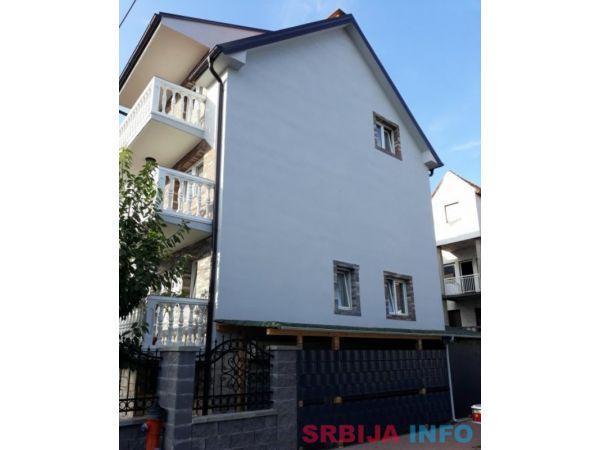 Prodaja porodicne kuce u Zemun Polju