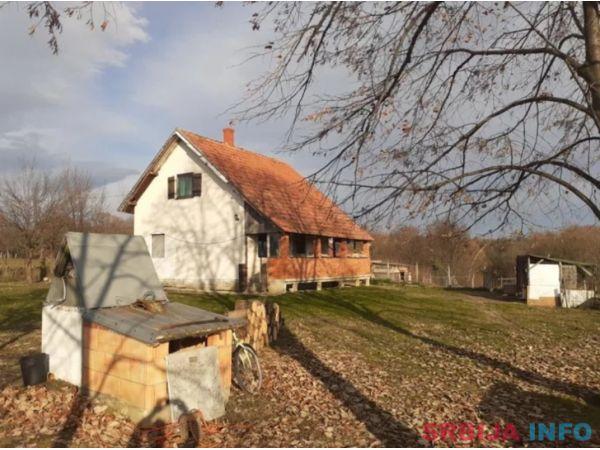 Prodajem kucu 70m2 i 62ara okucnice u Barzilovici-Lazarevac