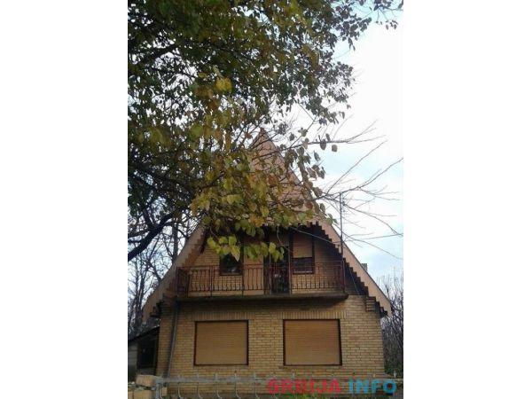 Prodajem kucu u Sivcu