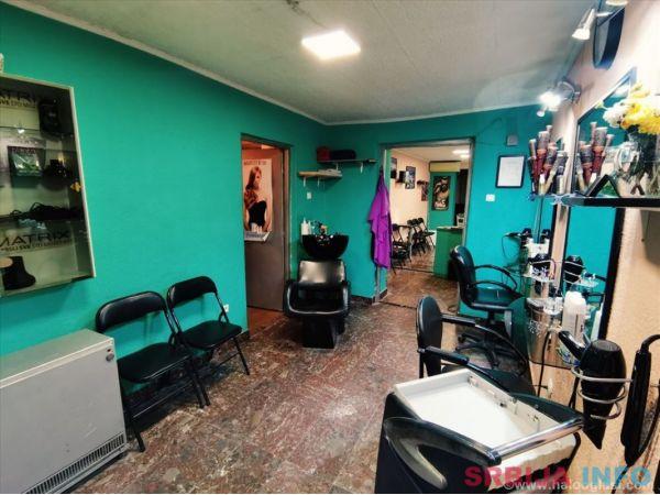 Opremljen i razradjen frizersko-kozmeticki salon