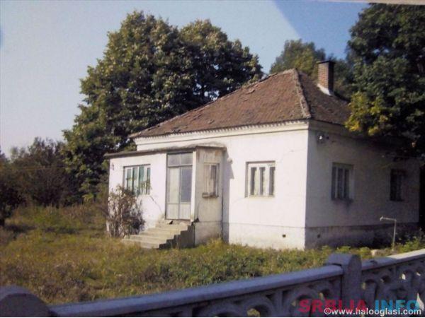 Prodajem plac od 54 ara sa temeljom za novu kucu
