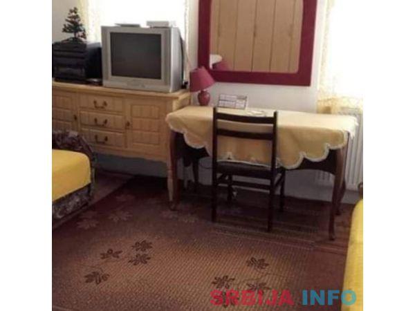 Soba sa upotrebom kuhinje i kupatila izdajem ucenicima