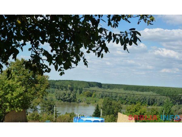 EXTRA!Vikend-kuca sa pogledom na Dunav i BAZENOM