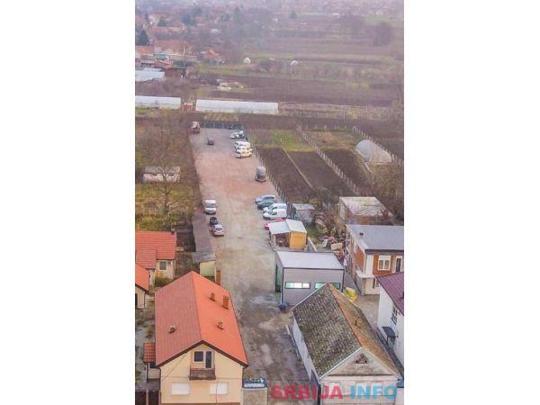 Iznajmljujem plac Beograd-Dobanovci