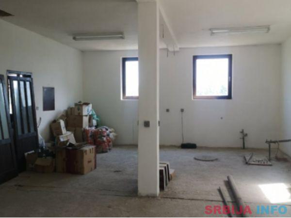 Prodajem proizvodnu halu 700m2 u Meljaku