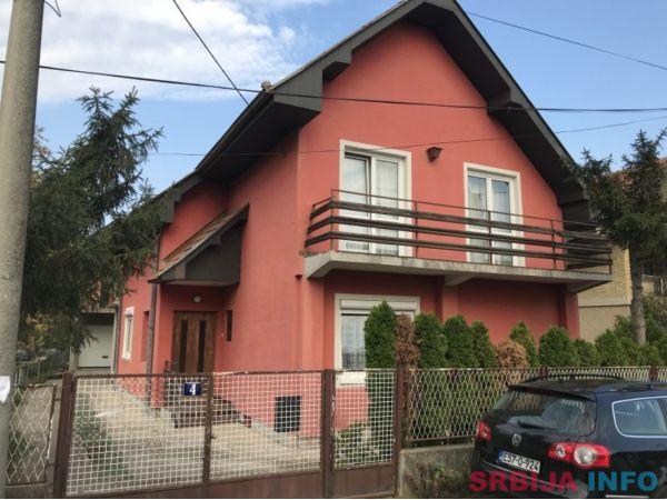 Dve kuce u centru Mladenovca