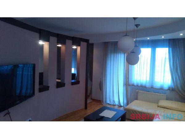 Izdajem trosoban stan u Krusevcu