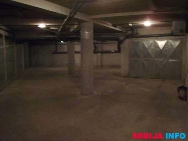 Garaza u centru Nemanjina - Požarevac