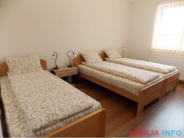 Trokrevetna soba u vili u Kragujevcu