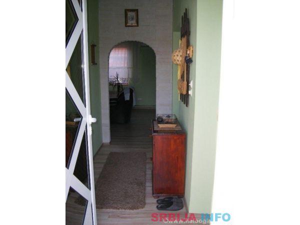 Na prodaju kuca u Kostolcu