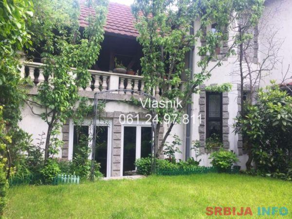 Vlasnik prodaje kucu od 400m2 i 4 ara placa-Vracar