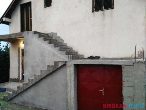 Prodajem kucu u okolini Nisa, 7km od centra Nisa