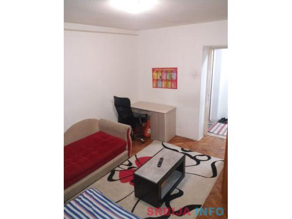 Prodajem stan u Novom Sadu