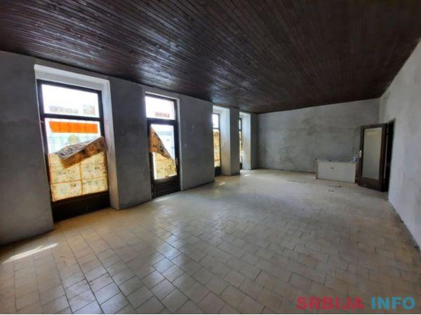 Prodajem kucu sa lokalom u centru Sombora na Vencu