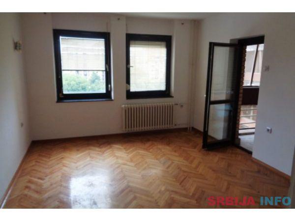 Prodajem 3-soban stan na Bulevaru