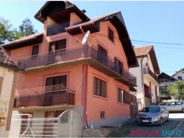 Prodajem kucu u centru Ljubovije
