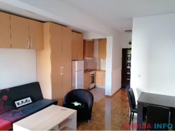 1-soban uknjizen stan 33m2 na odlicnoj lokaciji