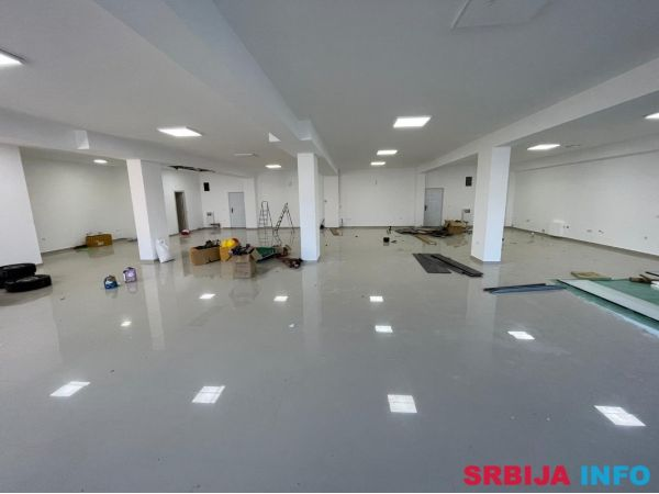 Lokal-poslovni prostor za iznajmljivanje-Surcin