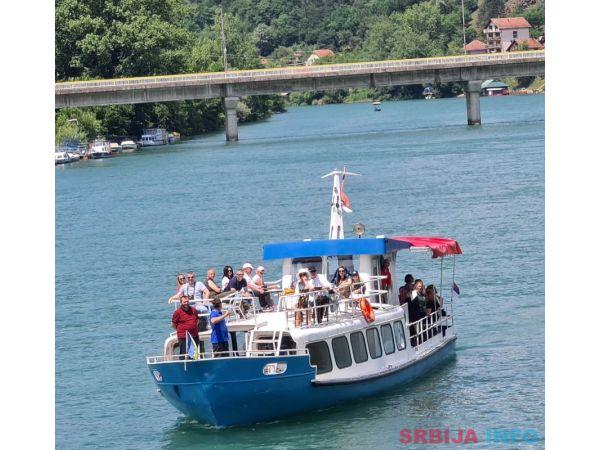 Brod Perucac