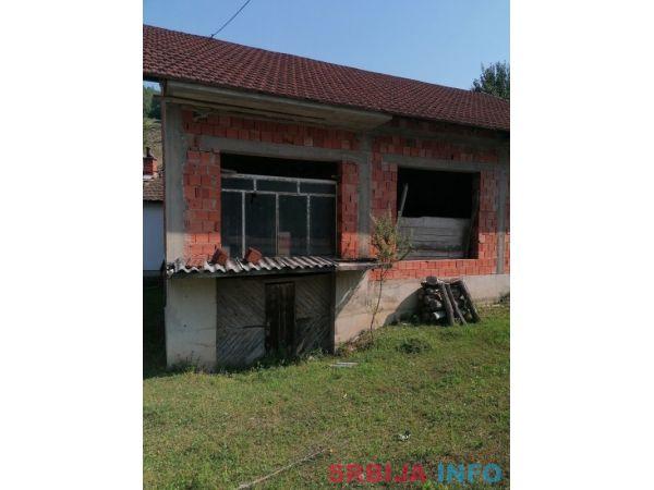 Na prodaju kuca i plac na Rainovaci-Ljubovija