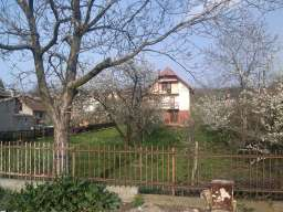 Plac sa starom kućom u Požarevcu