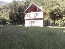 Kuca pored reke-Ljubovidje