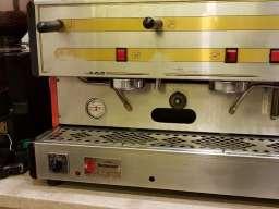 Profesionalni kafe aparat sa mlinom