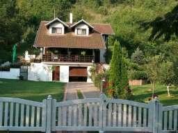 Prodajem kucu na Fruskoj Gori, Kaludjerica-Cerevic