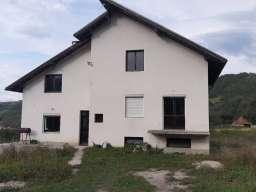 Kuca na prodaju u Ivanjici-naselje Jeseniste